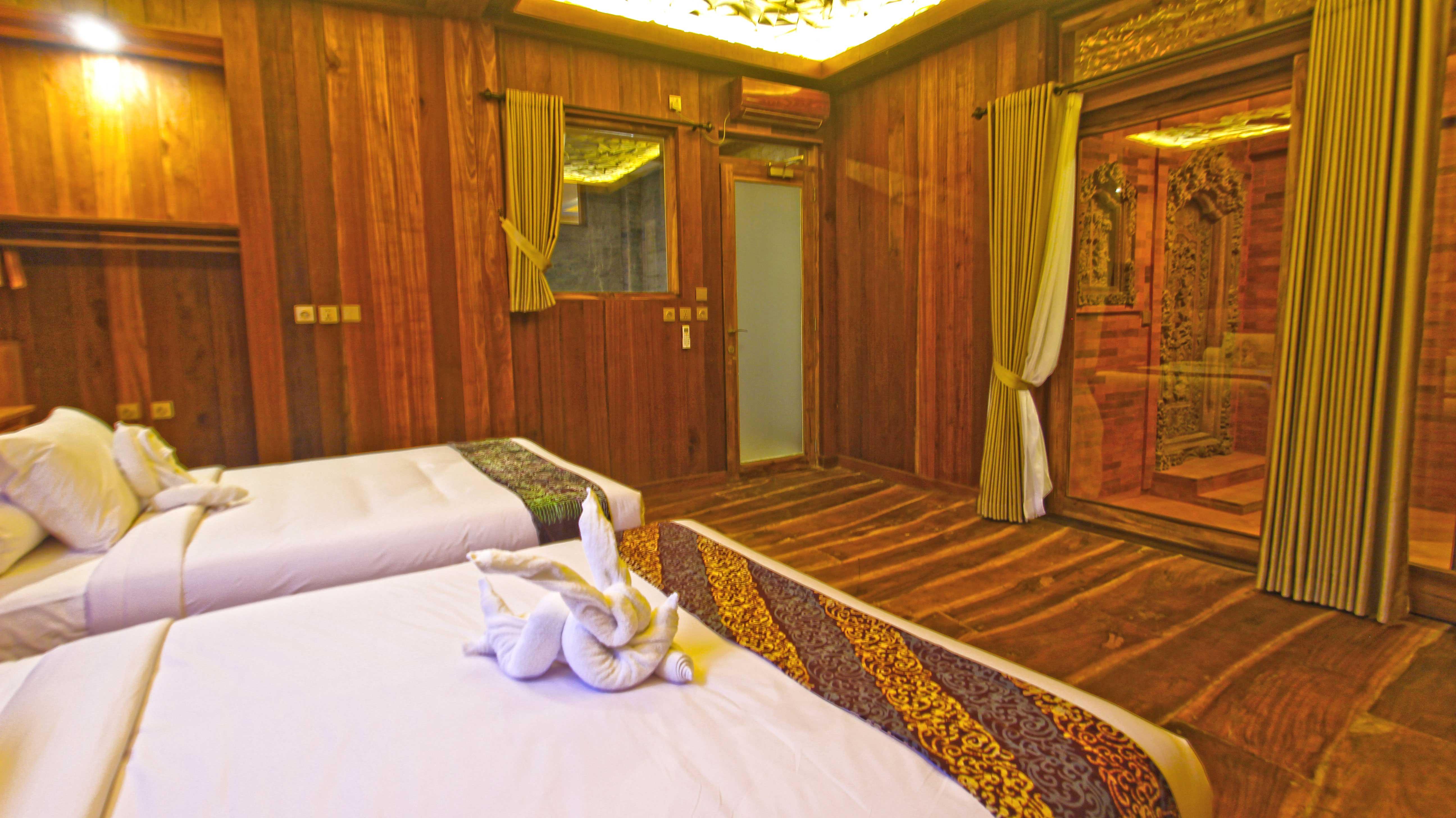 Family-Wooden-Escape,-Udara-Bali,-Bedroom