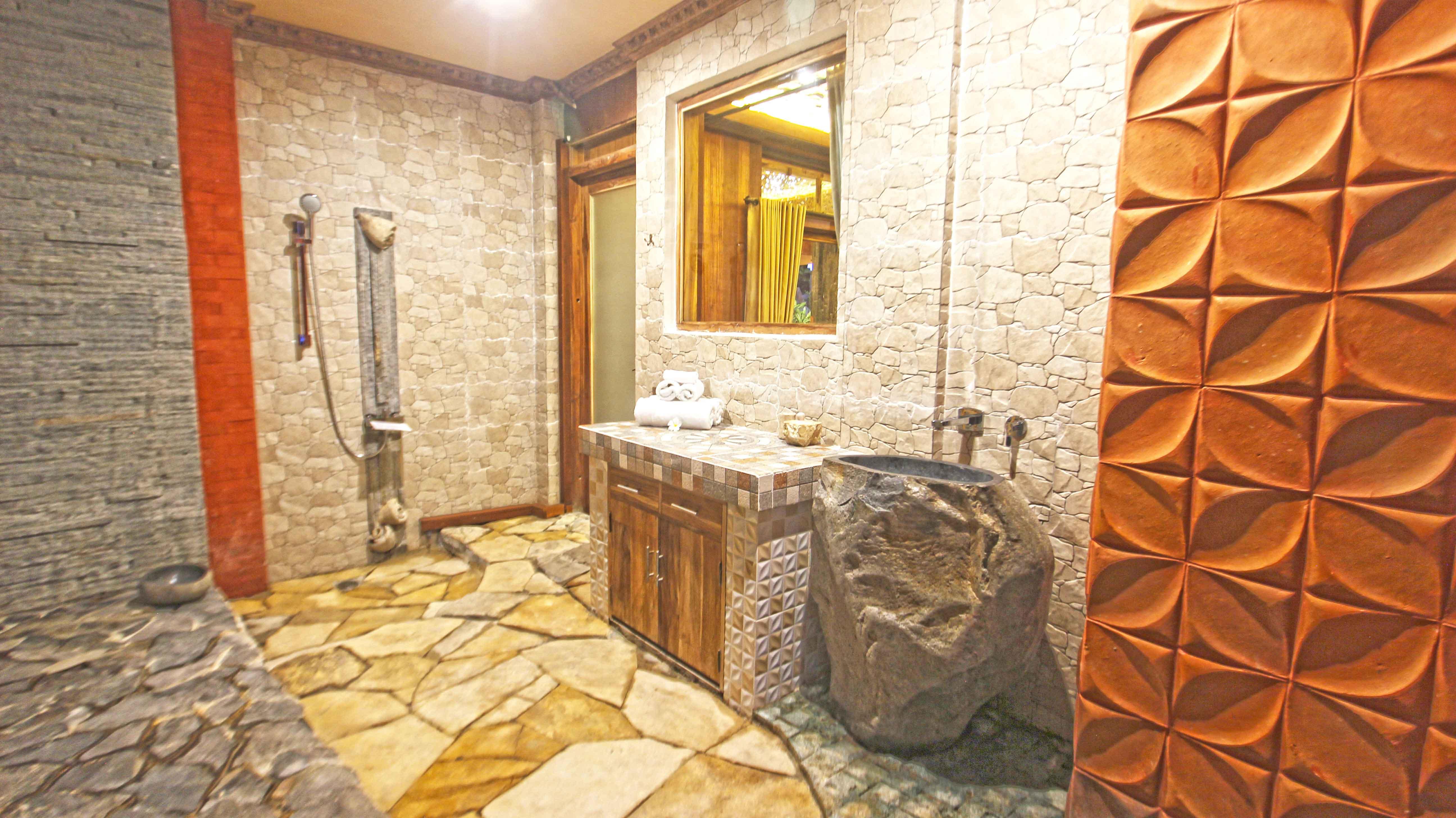 Family-Wooden-escape,-Bathroom,-udara-bali