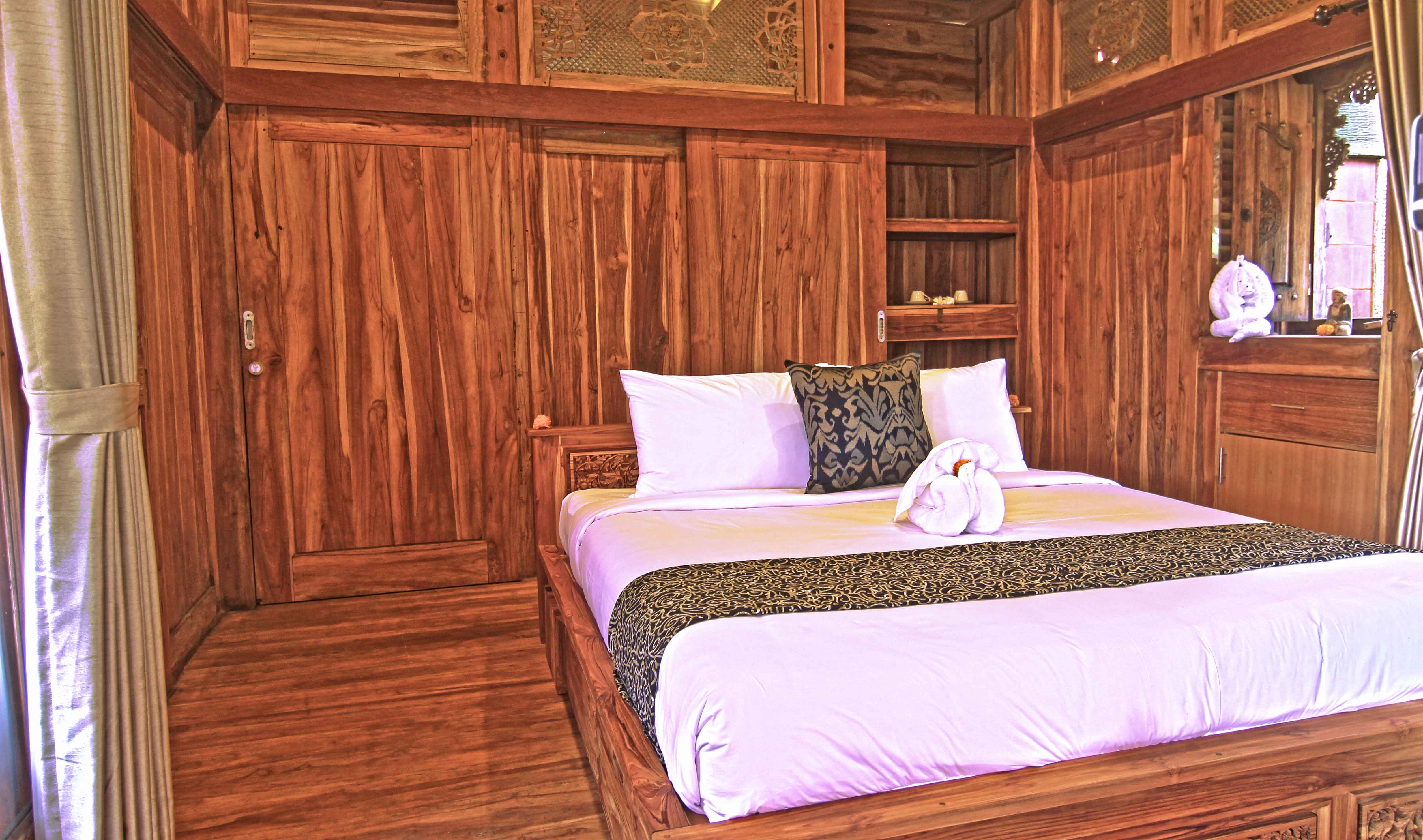 Joglo,-unique-wooden-joglo,-udara-bali,-bed-room