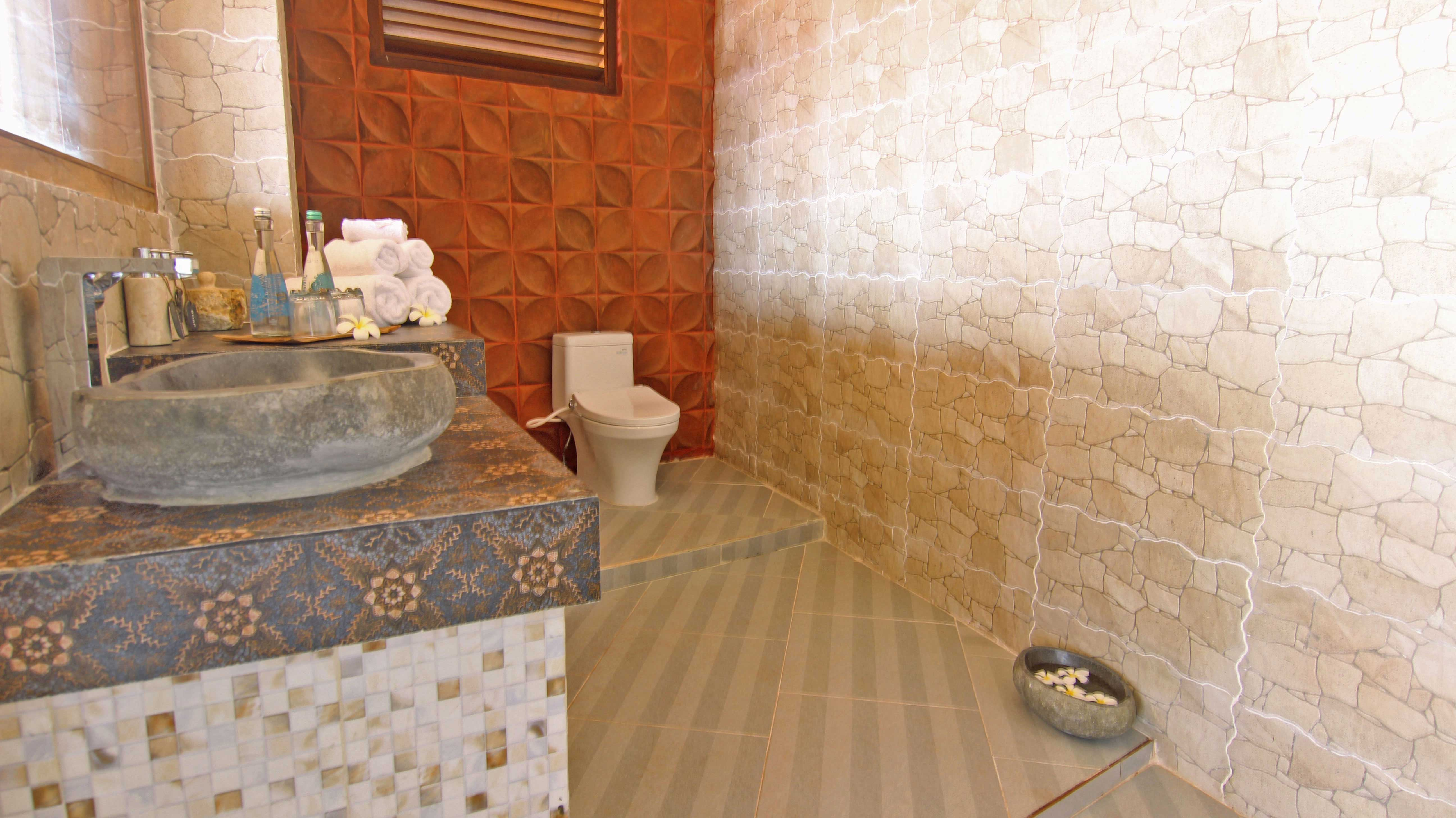 Junior-Suite-Ocean-Escape,-bathroom,-toilet,-udara-bali