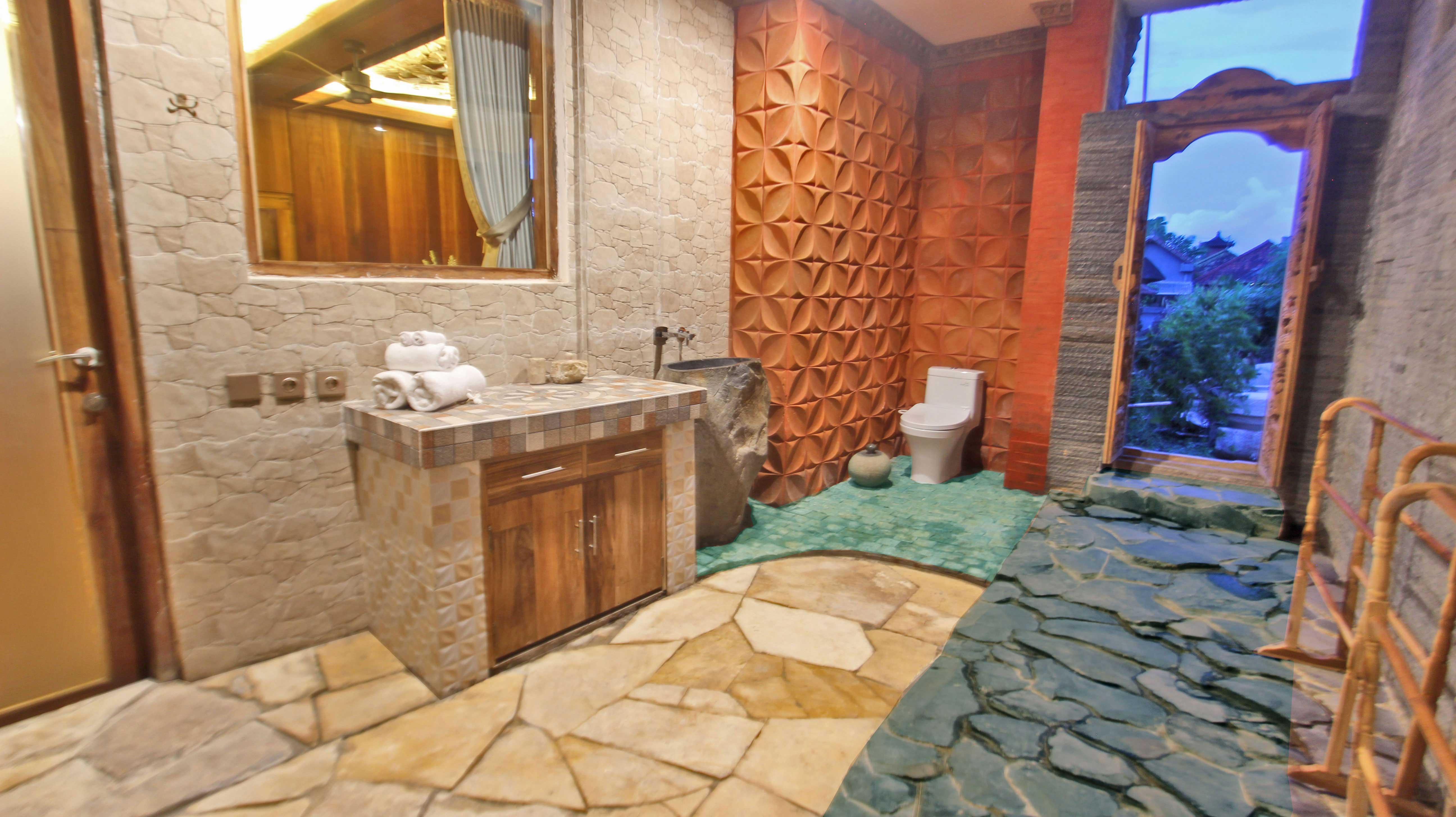 Udara-Bali,-Family-wooden-escape-bathroom