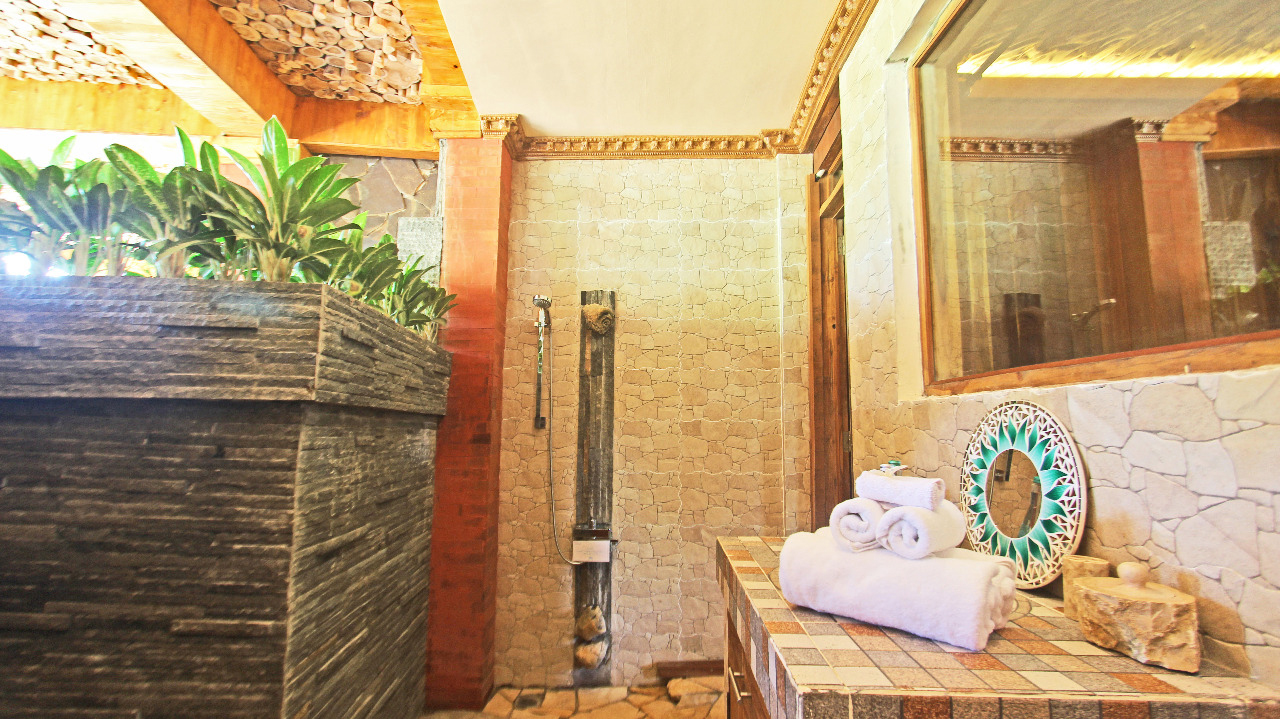 classice-up-wooden-escape,-bathroom,-udara-bali