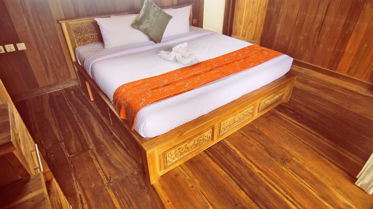udara-bali,-classic-up-wooden-escape,-bedroom