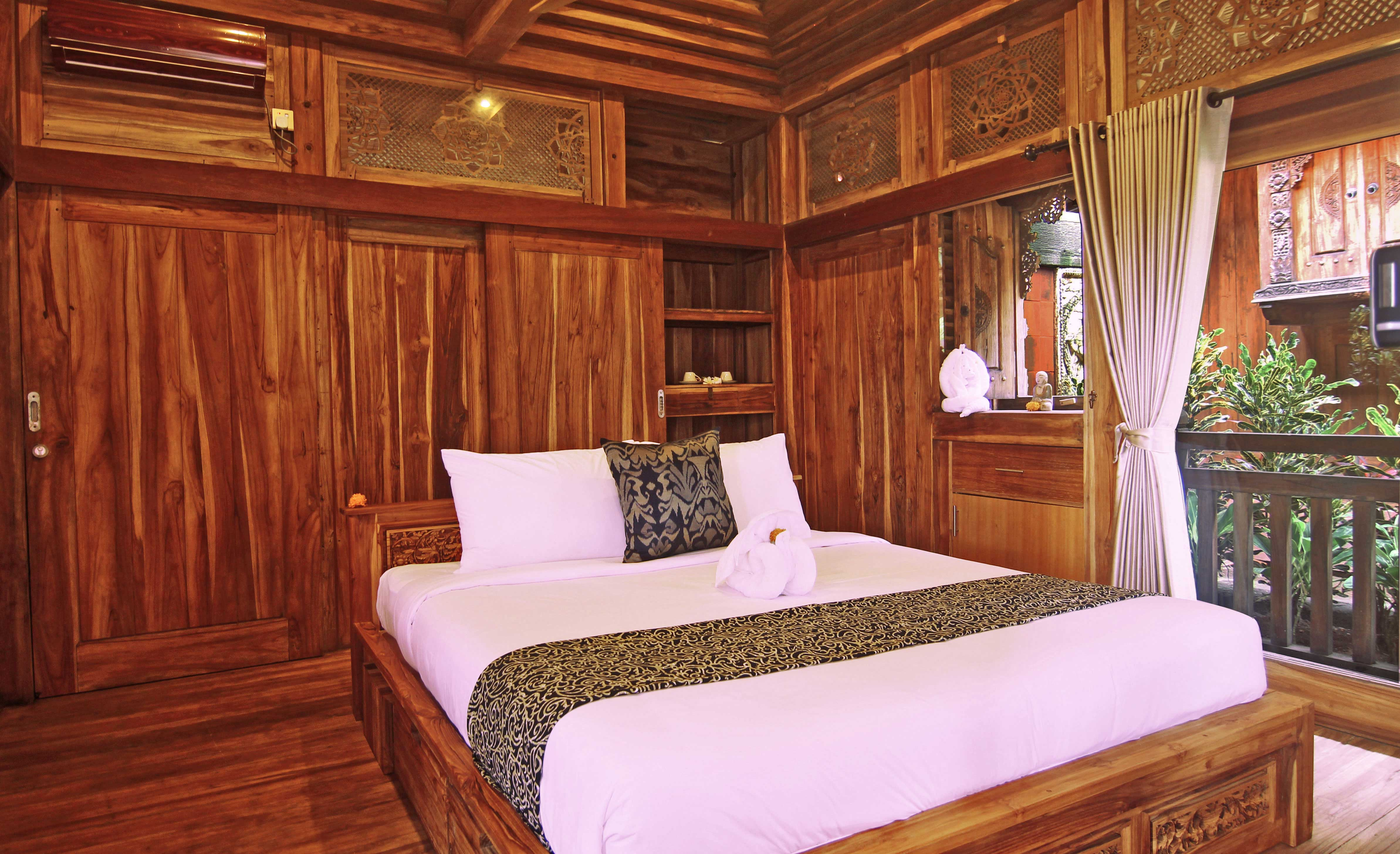 unique-wooden-joglo,-bedroom,-room,-udara-bali