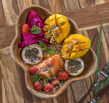 Organic-ocean,-healthy-food-in-canggu,-healthy-food-in-bali,-beachfront,-vegan,-vegetarian