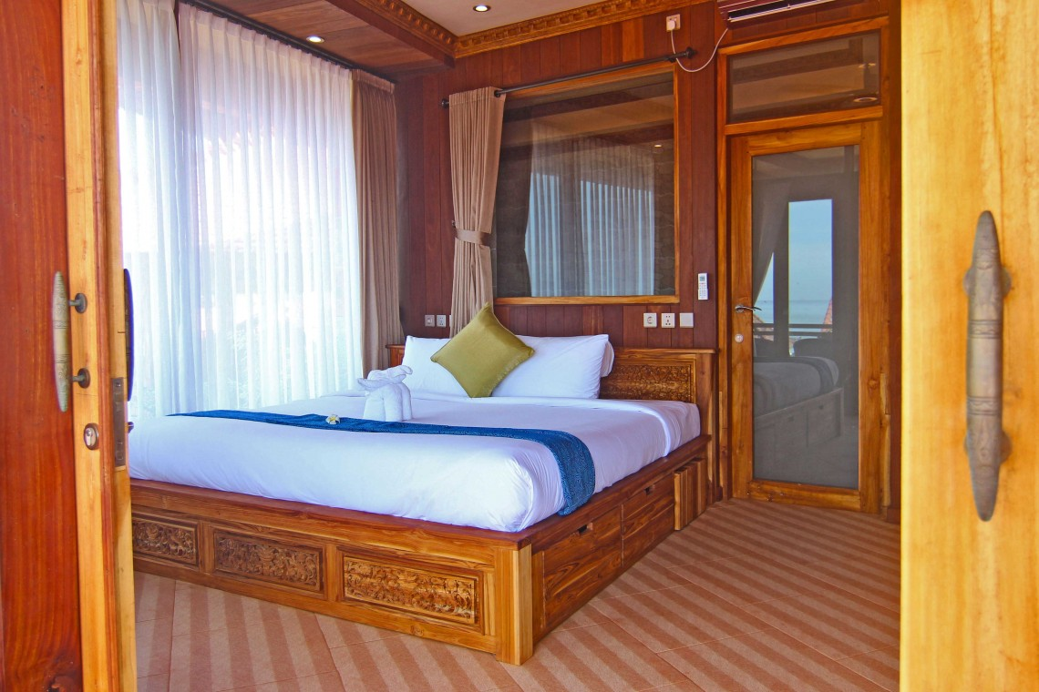 Junior-Suite-Ocean-Escape,-beach-view,-beach-front,-room,-bedroom,-udara-bali