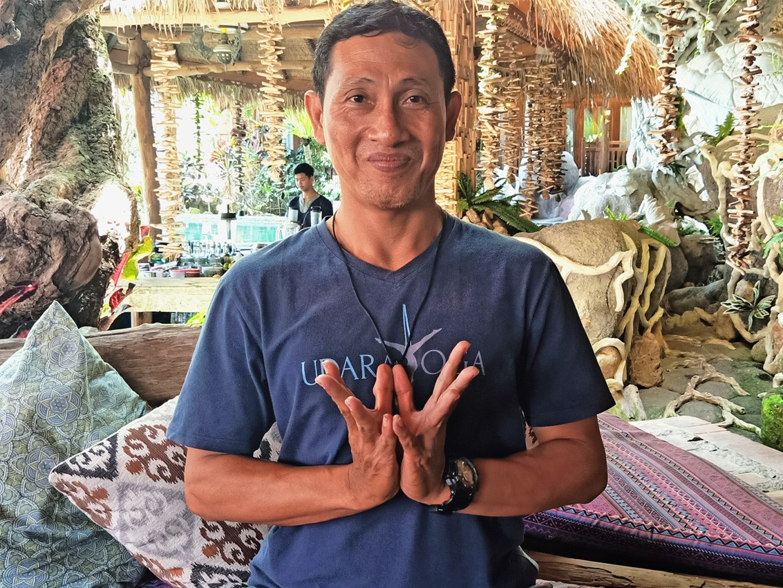 gus-wira,-yoga-teacher,-udara-bali